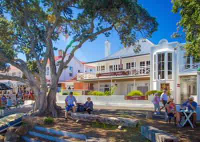 Commodores Lodge Motel